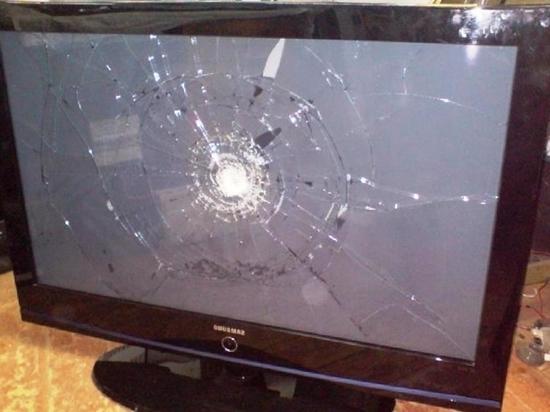 Жительницу Подмосковья, дочь которой убило телевизором, выгнали из квартиры