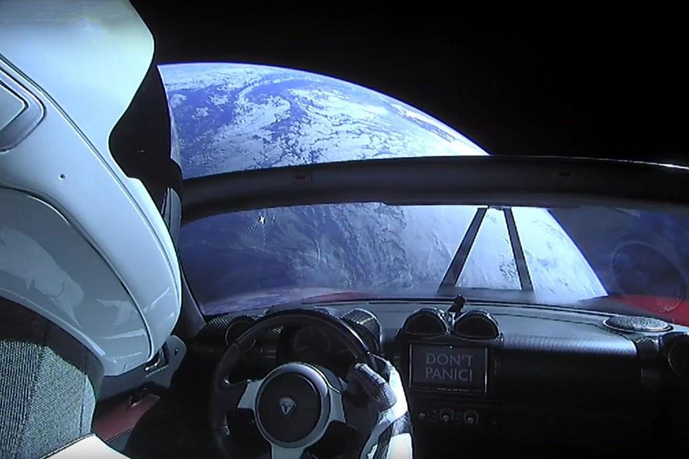 Автомобиль в космосе: фото запуска SpaceX Falcon Heavy с кабриолетом
