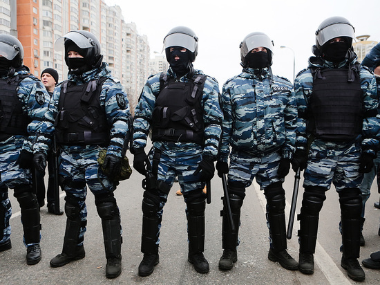 В Красноярске ОМОН бросили на подавление бунта мигрантов