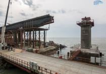 Строители приступили к устройству железнодорожных пролетов над акваторией Керченского пролива