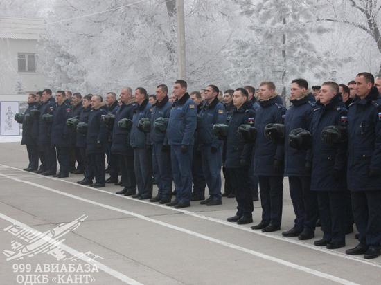 В Канте российские военные минутой молчания почтили память погибших пилотов в Сирии