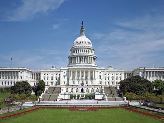 Госслужащие США не дождались выходного: правительство приостановило работу до утра