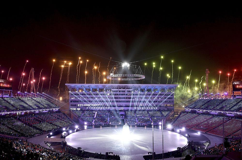 Аплодисменты вместо свиста: российские спортсмены поучаствовали в церемонии открытия Олимпиады-2018