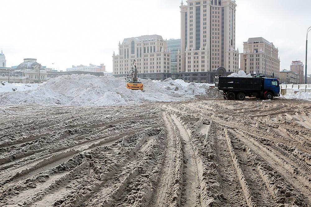 Павелецкая лужа: котлован от замороженной стройки стал водоемом