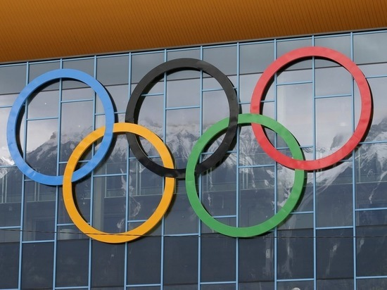 Первый скандал Олимпиады: американец пронес на трибуну флаг России