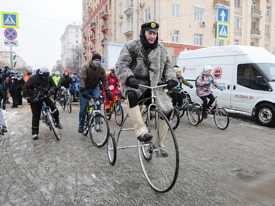 Малазийцы, викинги, фрики: в зимнем велопараде поучаствовали две тысячи человек
