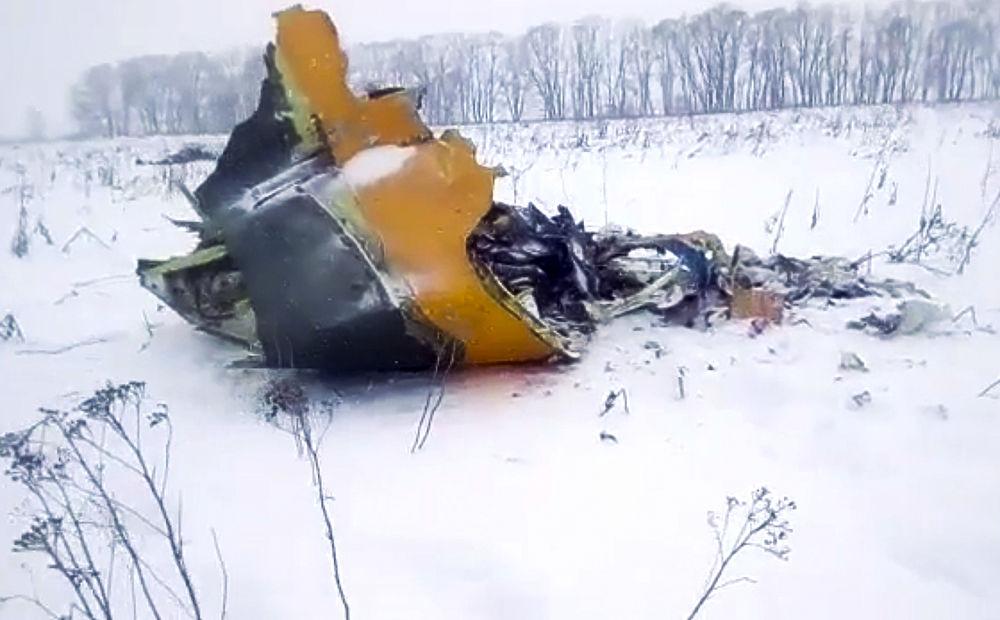 Обломки Ан-148 разметало на километр: кадры с места крушения