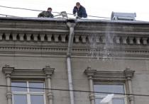 Чиновники определились, как часто нужно чистить крыши от снега