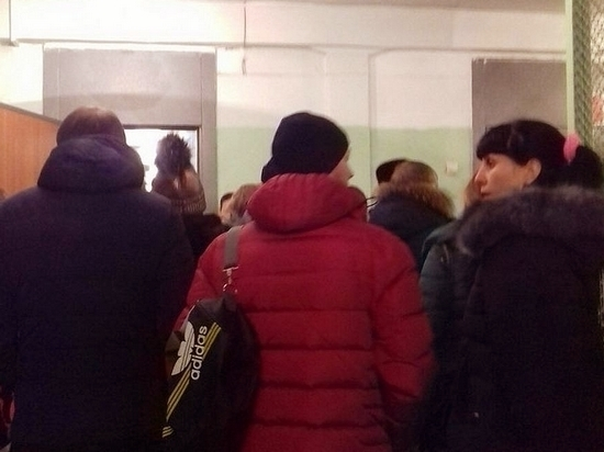 Хабаровчане занимают очереди, чтобы записать своих первоклашек в школу