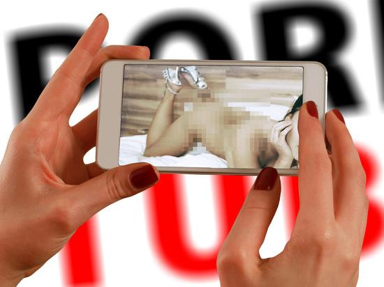 Девушку из Мекки будут судить за размещение порнографии в интернете