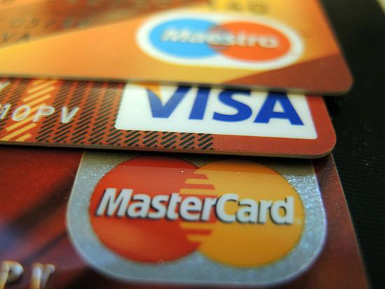 Россияне стали парадоксально больше покупать: по уши в кредитах