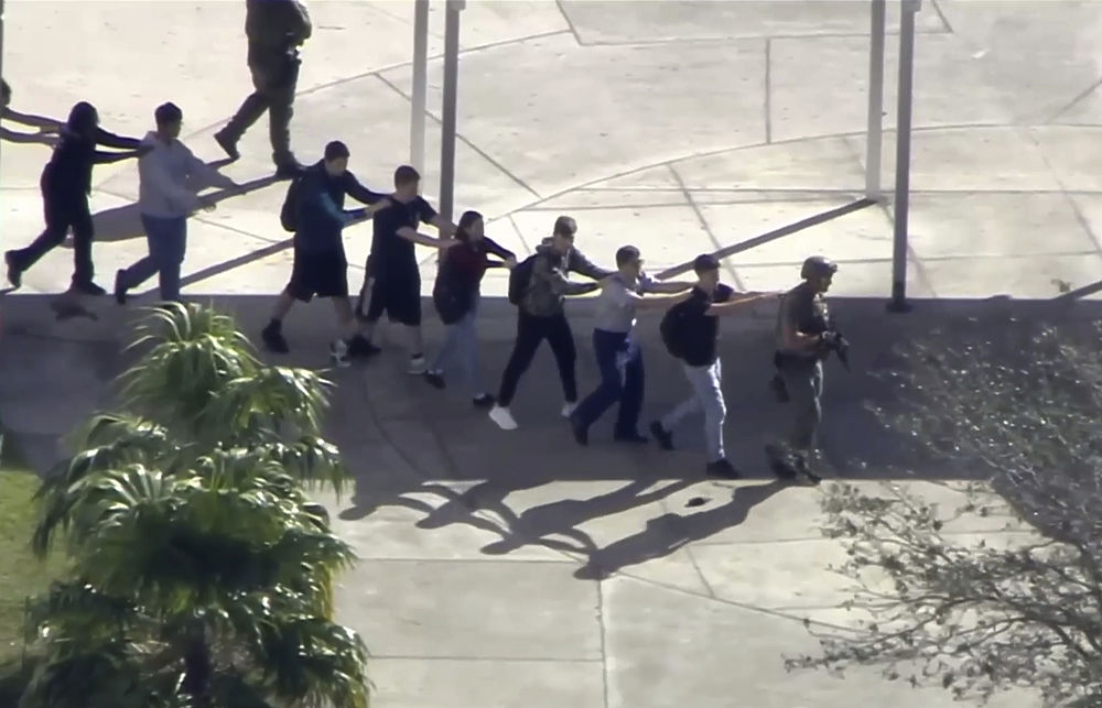 Расстрел в американской школе: жуткие кадры мести 19-летнего психопата