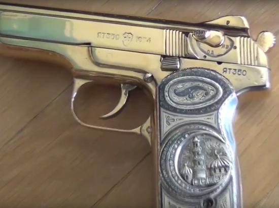 Боевой пистолет с позолотой экс-премьера Дагестана оказался вне закона