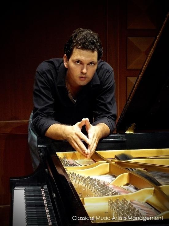 Владимир Хомяков – пианист, дирижер, преподаватель – привез из Америки «Сувениры»
