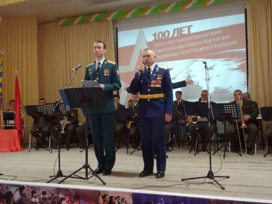 Новосибирцев поздравили со 100-летием Красной армии