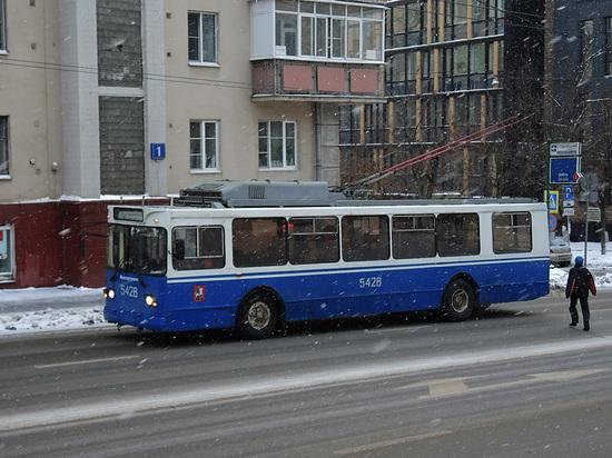 Пассажирку московского троллейбуса заподозрили в симуляции электроожога