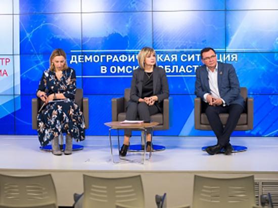 В Омской области женщины стали меньше рожать