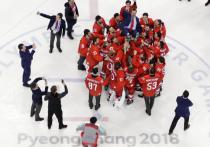 Заложники собственных эмоций: хоккеистов могут наказать за исполнение гимна России