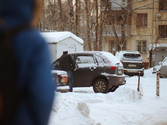 С цепи сорвались: в Твери во дворах не хватает парковок