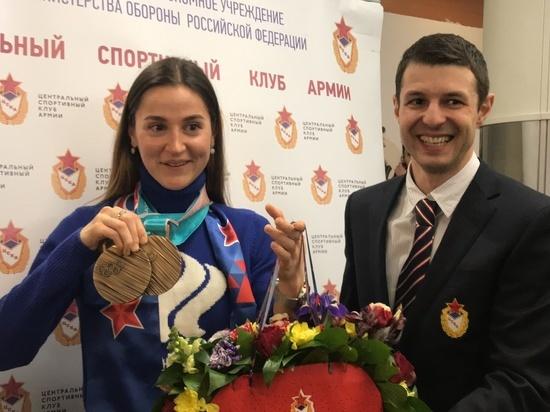 """""""Я, наверное, задремала"""": российских олимпийцев задержали на пограничном контроле"""