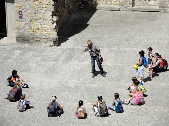 Ролики, экскурсии и гости: статистики узнали, чего не хватает детям