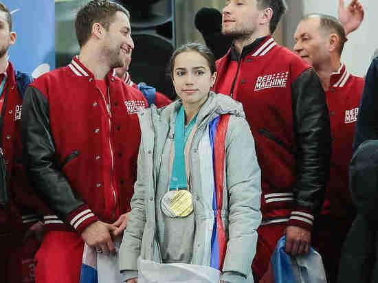 Женихи заставили лыжниц плакать на встрече российских олимпийцев в аэропорту