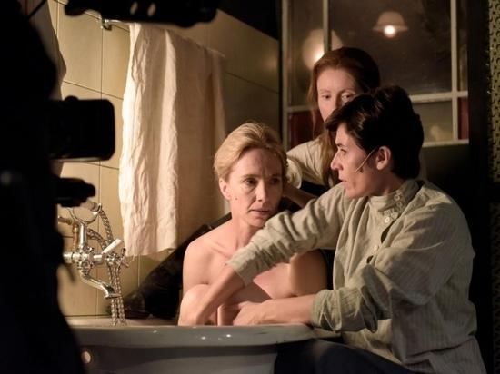 Роскошная блондинка сыграла Ленина в берлинском театре