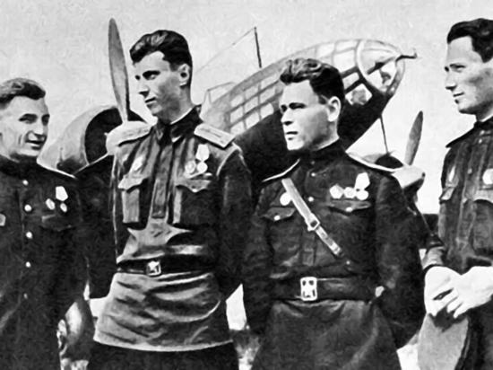 Что связывает прославленного летчика,  Героя Советского Союза с Серпуховом