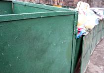 Водитель мусоровоза увез на полигон тело студента, выпавшего из общежития