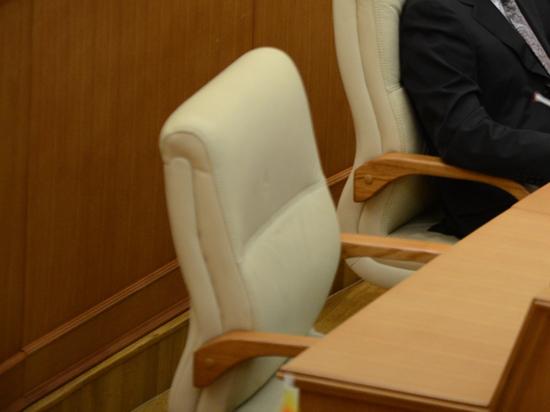 Двум среднеуральским депутатам вернули мандаты
