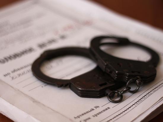 Омские полицейские раскрыли убийство мужчины, спрятанного в выгребной яме туалета
