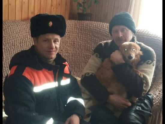 Драматичная история спасения в Подмосковье: из колодца вытащили заледеневшую собаку