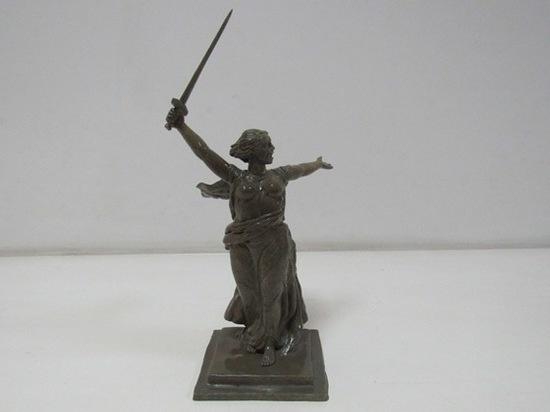 Омские заключенные сделали миниатюрную копию статуи «Родина-мать»