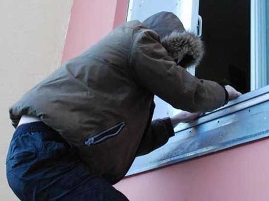 В Первомайском районе мужчина незаконно проник в квартиру своей знакомой
