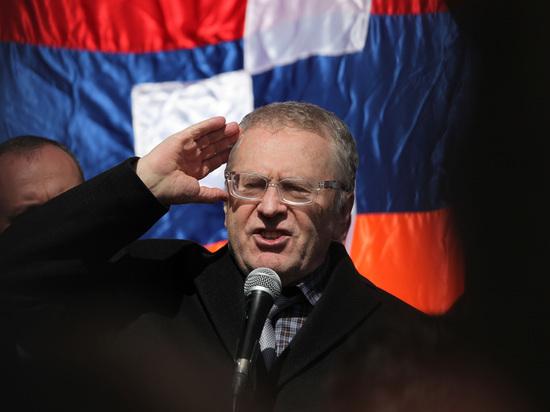 После скандала с Собчак Жириновский попросил обязать президентов служить в армии