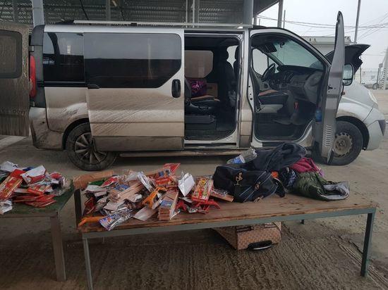 Украинец пытался ввезти контрабандой в Крым 700 ножей и тарелок