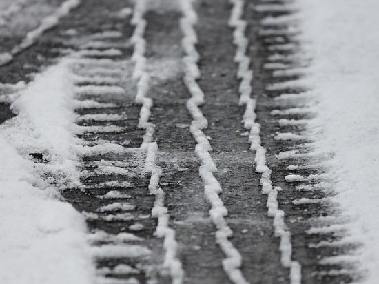 В Курске женщину, которая стояла на остановке, сбил автомобиль