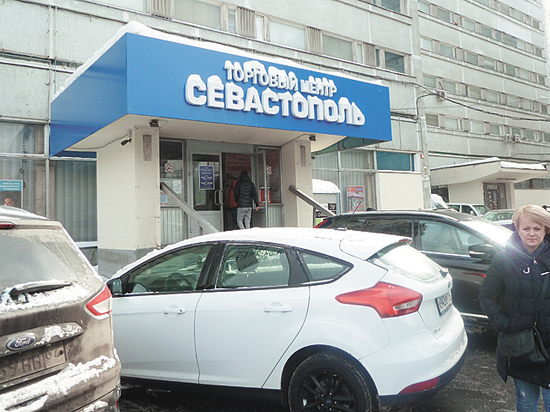Жители столицы потребовали закрыть рынок в гостинице