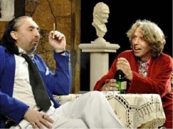 В астраханском драмтеатре актеры курили сигареты