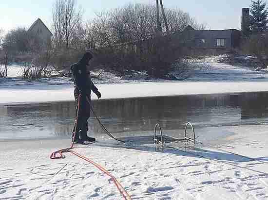 «Мальчика затянуло под лёд»: прохожий не смог спасти калининградского первоклассника