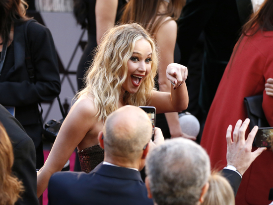 Дженнифер Лоуренс шокировала своим поведением на «Оскаре»: напилась, показывала пальцем