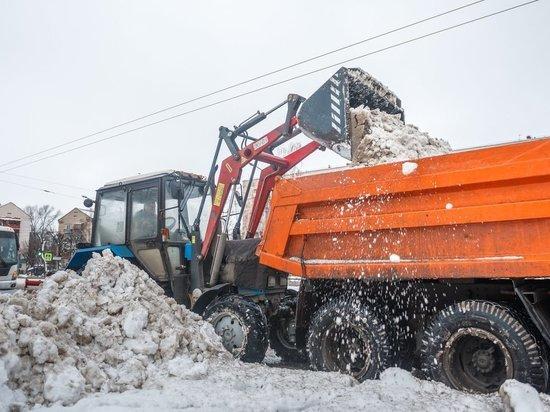 В Саранске снег убирают круглосуточно