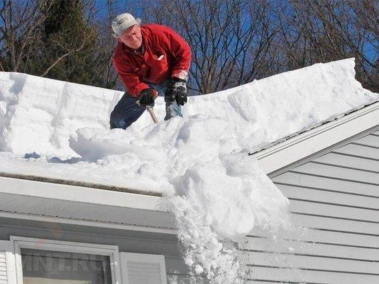 Пожилым костромичам помогут убрать снег с крыш