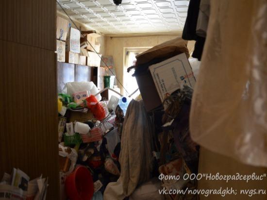 В Новокуйбышевске из квартиры пожилой женщины вывезли 7 грузовиков мусора