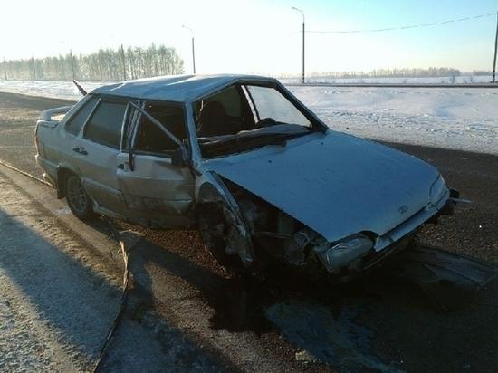 В Тамбовской области водитель ВАЗа врезался в столб: есть пострадавший