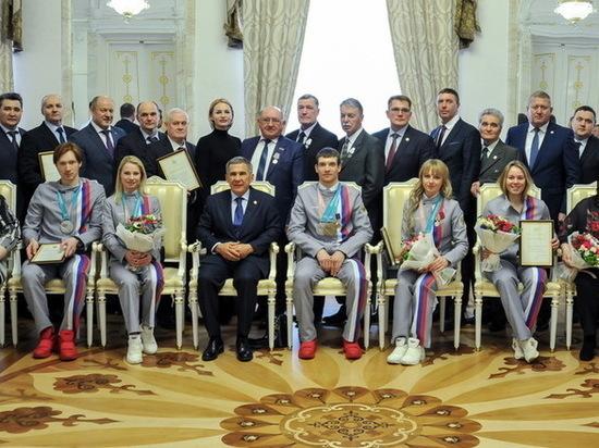 Рустам Минниханов вручил награды участникам Олимпиады-2018 из Татарстана