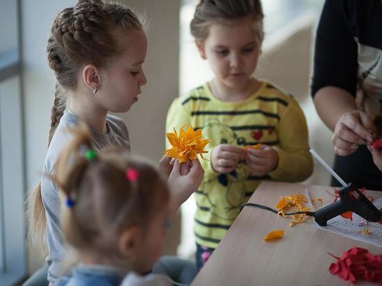 Перед 8 марта в «Гармонии» Михайловска провели мастер-класс для детей