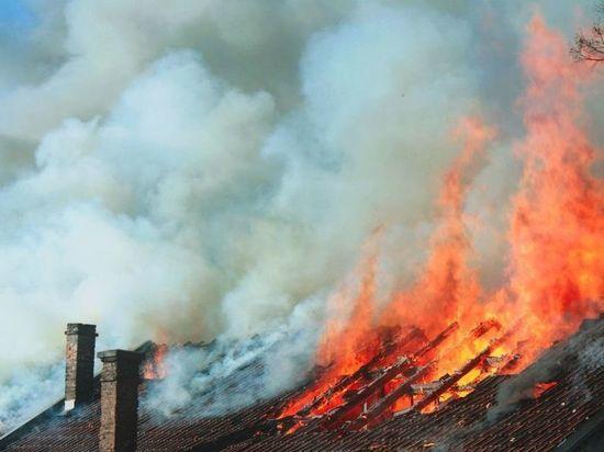Из-за печи в Тверской области загорелся дом