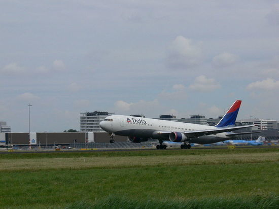 Американская авиакомпания Delta отказалась от прямых перелетов в Россию
