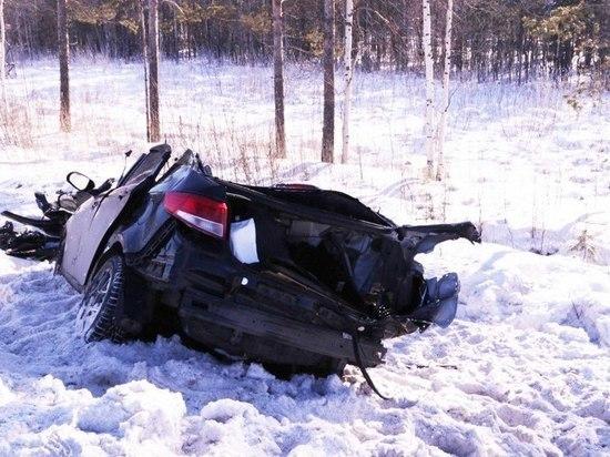 Два автомобиля всмятку в аварии под архангельском, сильно пострадала девушка